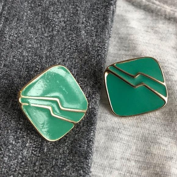 Elegant green earring studs